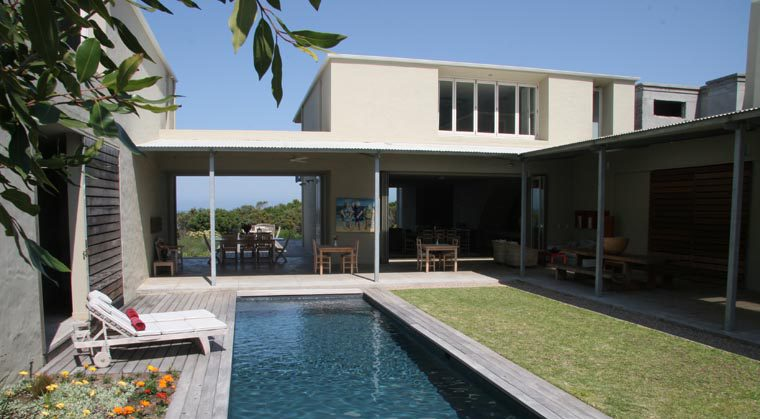 southafrica-hermanus-honeymoon-beach-bush-mosselb-pool