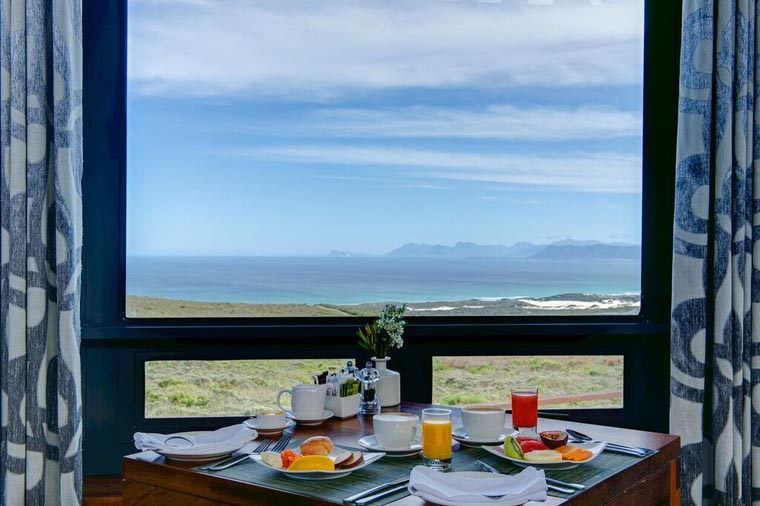 southafrica-whalecoast-honeymoon-grootbos-breakfast