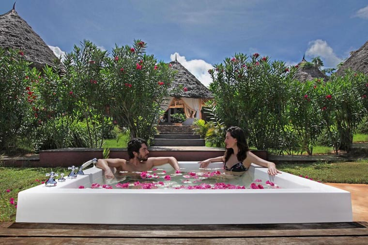 zanzibar-honeymoon-lux-gold-jacuzzi_760