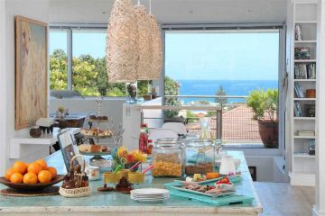 Breakfast with a view at the Whale Coast Villa
